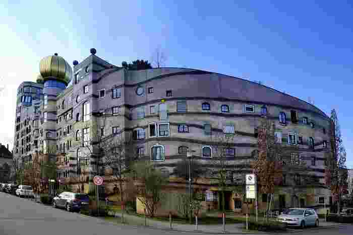 別の角度からだと、より「森の渦巻き」のイメージがわかりますね。穏やかな色彩がドイツの街並みにもあっています。