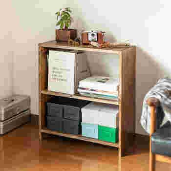 木材を使ってオープンタイプのシェルフを作ってキッチンカウンターとして使ってもOK。BRIWAXを使えば、ほかのインテリアとも馴染む古材風に仕上がります。