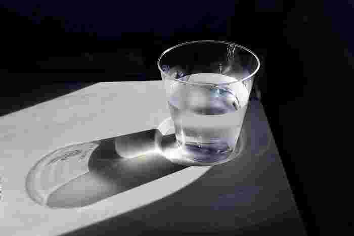 鼻うがいの方法はいくつかありますが、初心者さんでも試しやすいのが、ノズルのついたプラスチックボトルを使って、鼻に食塩水を流し込む方法。濡れてしまうこともあるので、洗面所やお風呂で行うのがおすすめです。