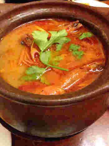 「トムヤムクン」も大きな海老がたっぷり入っていて旨味ギッシリ、本格的なお味。庶民的な店構えがより現地感をアップさせてくれるお店なので、タイ料理好きさんに喜んでもらえること間違いなしです!