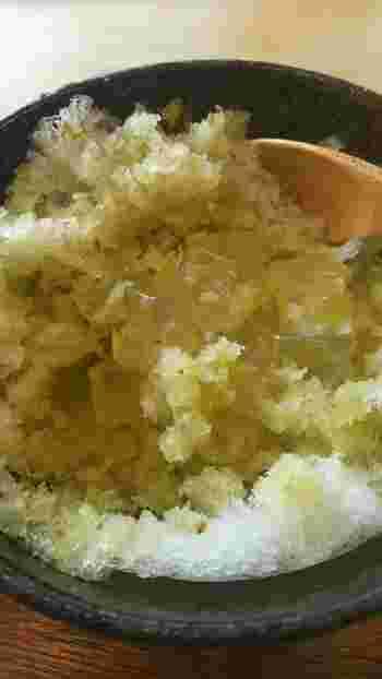 奈良・吉野の葛餅入りのものもあります。氷の中から、小さく切った葛餅が出てきますよ。