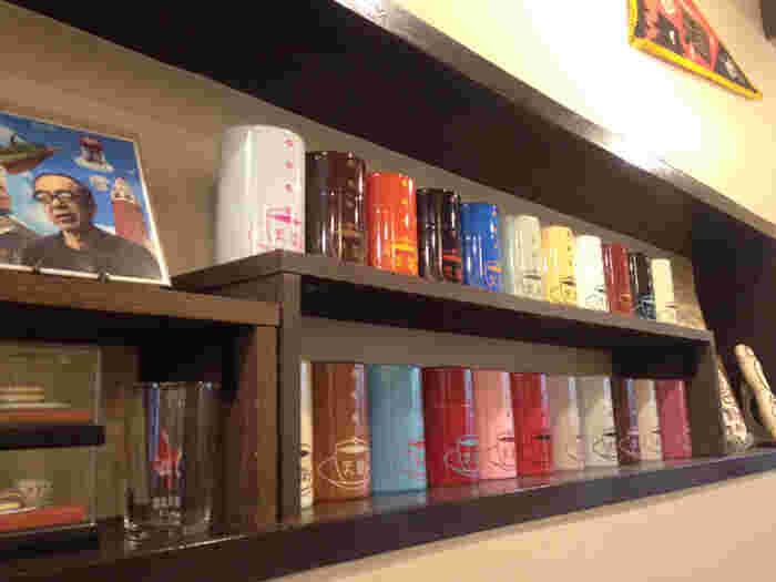 豊富なラインナップが魅力の、喫茶天国のグッズの数々。 コーヒー缶ひとつとっても、カラーがたくさんあるようです。
