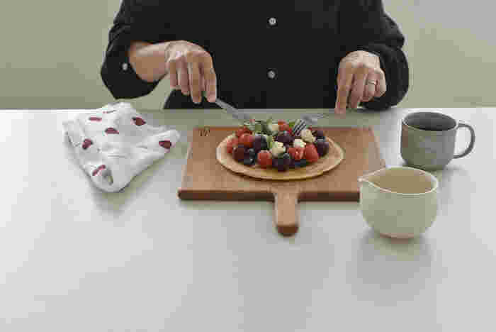 ケータイを置いて、つまみ食いではなく、テーブルについてお料理に向き合う。「これ、おいしい。」とちゃんとつぶやく。そんなことも大切な仕草です。