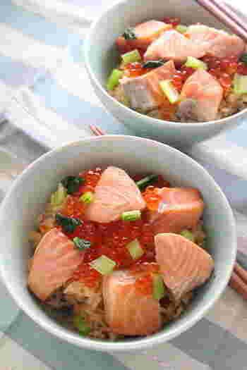 とっても豪華な印象の「はらこ飯」。鮭の切り身といくらがあれば簡単に作ることができます。鮭を煮た煮汁で炊いたご飯もしみじみとしたおいしさです。