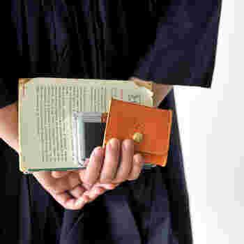 いかがでしたか?「春財布」の験担ぎにちなんで、春はお店やデパートなどでもっとも財布の種類が充実する時期です。 春に新調する縁起がよいとされる「春財布」、今年はぜひトライしてみてはどうでしょうか。 その縁起の良さで、素敵なことが起こるかもしれません。