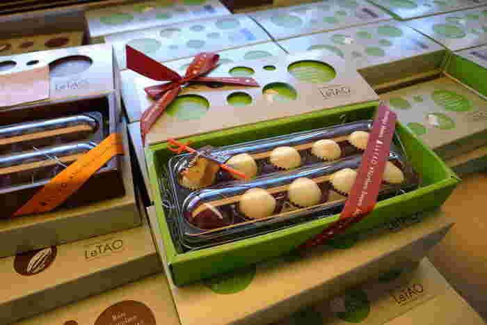 ●ホワイトチョコレート ナイアガラ 個人的なおすすめはコレ。北海道産の「ナイアガラ」という葡萄からつくったワインの入ったチョコレートです。