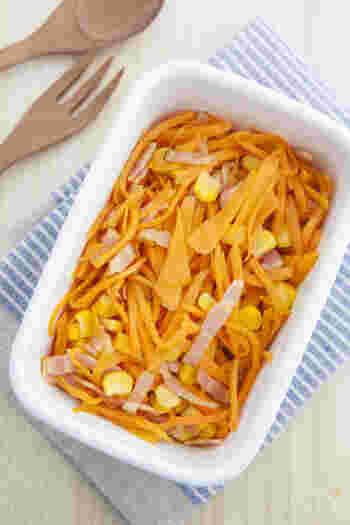人参を使ったおかずは、栄養や美味しさだけでなく、パッと明るい色味でお弁当を華やかにしてくれるお助けアイテムでもあります。簡単にできるコンソメ炒めを小分けにして冷凍しておくと、忙しい朝も温めるだけで彩りおかずになってくれてとても重宝します。