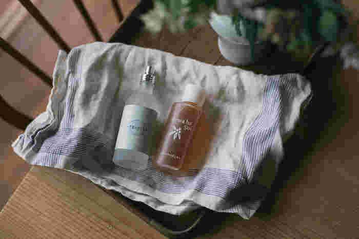 植物の恵みをそのままの生かした「AMANAKURA(アマナクラ)」のびわ葉水。オーガニック製で肌に優しいので、吹き出物や日焼けによるダメージなど肌のトラブルが気になる人におすすめです。