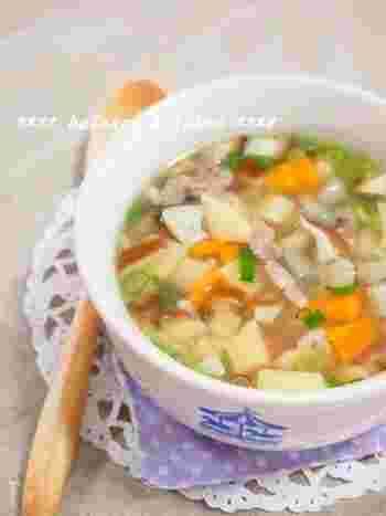いつもとは違うスープにチャレンジしたい方におすすめの、エスニックスープ。ナンプラーの香りが食欲をそそりそう。