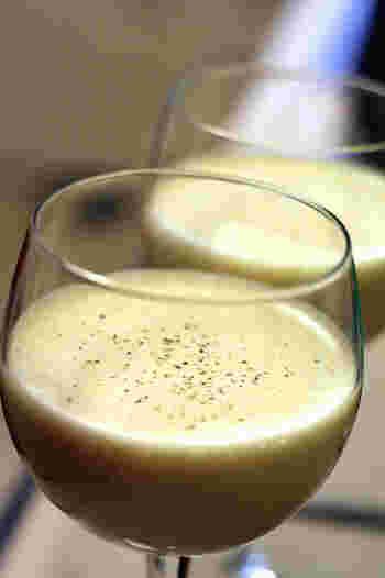 イギリスを中心に広く愛されているドリンク「Egg nogs(エッグノッグ)」。 牛乳やクリーム、砂糖、卵で作られたノンアルコールのカクテルで、ラム酒やブランデーを足すことも。