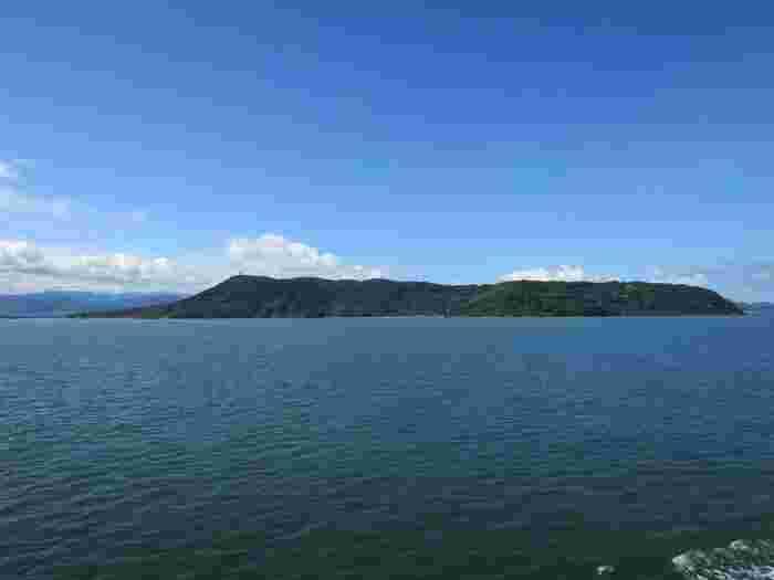 福岡市内から日帰りプチ船旅♪四季の花々に囲まれた小さな離島「能古島」ガイド