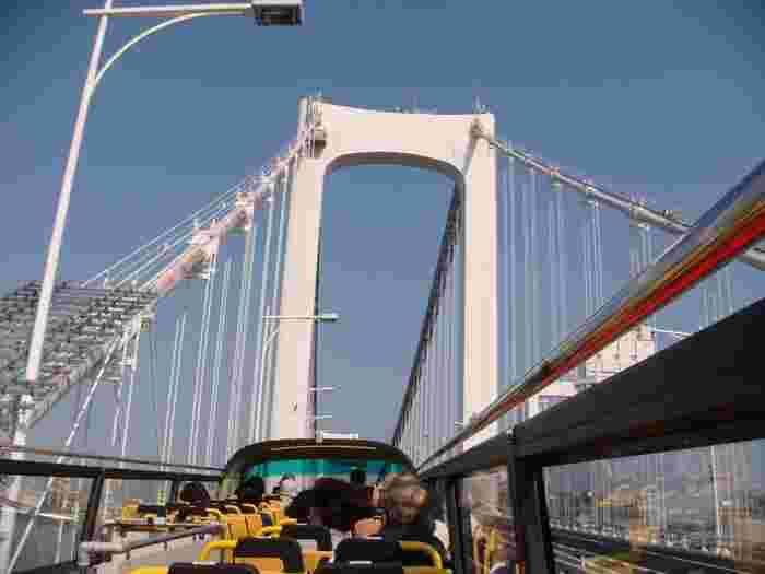 人気の「東京タワー・レインボーブリッジコース」は、高速道路内のレインボーブリッジを走り抜けていきます。そのスピード感は、まるでジェットコースターのようだとか。