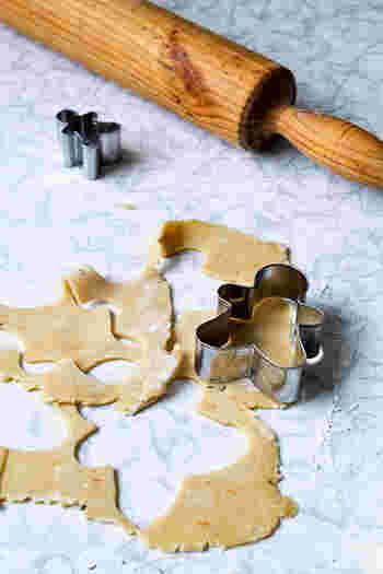 初心者さんでも楽しく作れる型抜きクッキー。失敗しても大丈夫!自分だけのオリジナルクッキーを作るひとときが、きっとクリスマスの楽しい思い出となります。家族や友人と一緒に、あれこれ考えながら作ってみるのもおすすめですよ。