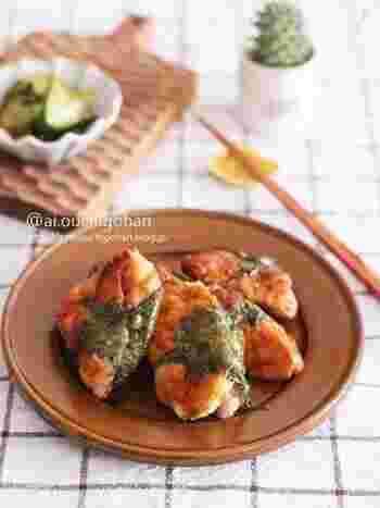 鶏むね肉を開いてたたき梅を包んだ、和風のさっぱり梅肉包み焼きのレシピです。味付けはマヨネーズや味噌を使ったしっかり味で、ついついご飯が進んでしまいそう。