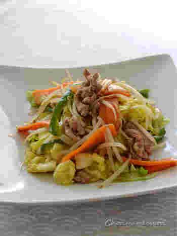 野菜炒めは、炒め具合によっては水分が出て食感を損なってしまうことも。ゼラチンを加えることで、野菜をコーティングしてシャキシャキ感をキープしてくれます。さらに、味もからみやすくなるメリットも。