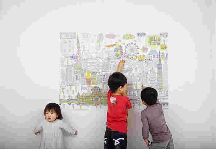 リビングの壁面に飾れば、目にするたびにみんなで塗った時のエピソードが呼び起こされ、会話に花が咲きそうです。