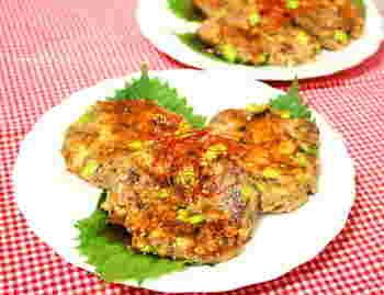 なんと市販の焼肉のタレを使って味を調えた豆腐ハンバーグ。お魚と豆腐でできているので、とてもヘルシーですね。大葉を敷いてお出しすればおもてなしにも使えます。