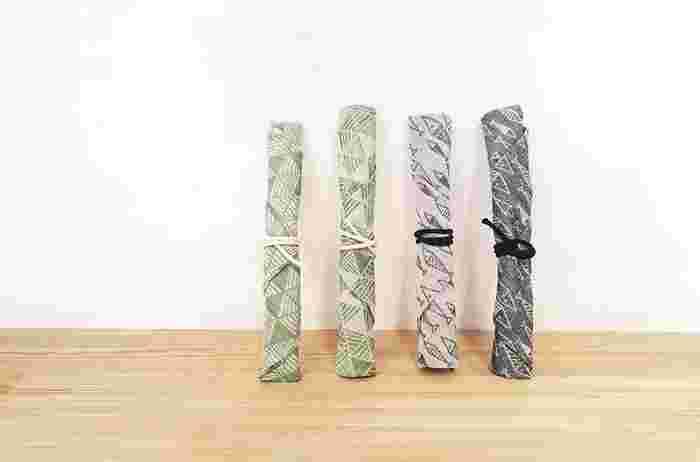 三角形で作られた大きなスプーンやフォークも楽々収納できるお箸袋。洗い替えに複数作っておきたいですね。