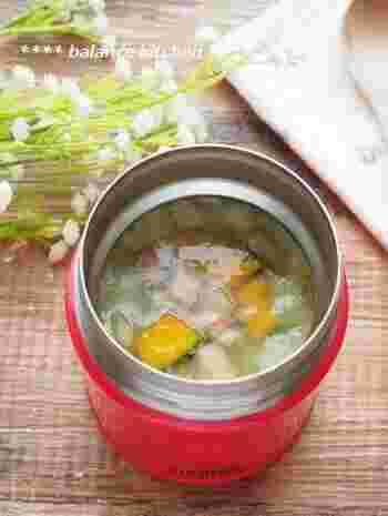 スープジャーの保温力を使って、お弁当に持っていけるスープができます。玉ねぎとかぼちゃの甘さが大満足の一品です。