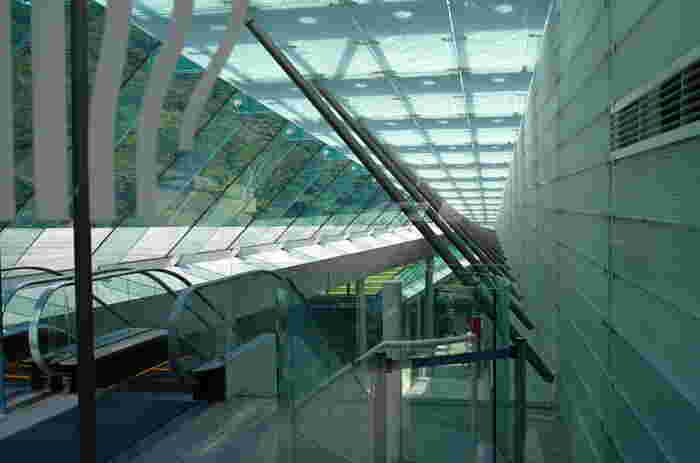 箱根町仙石原の、富士箱根伊豆国立公園にあるポーラ美術館。印象派絵画のコレクションは日本最大級で、約1万点収蔵されています。全長670mの森の遊歩道「風の遊ぶ散歩道」も心地いい美しいアートスポットです。