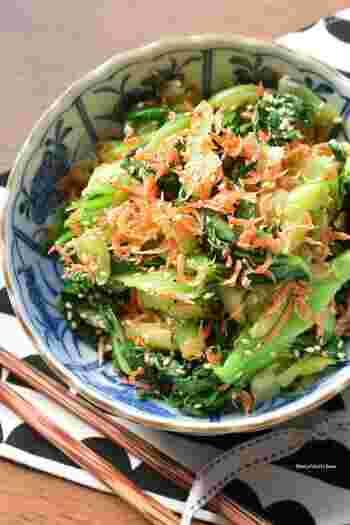 どんどん箸が進むナムルは、多めに作っても安心。ちんげん菜をレンジで加熱して鶏がらスープの素とごま油で味付けします。ナムルは副菜のレパートリーに加えたいレシピです。