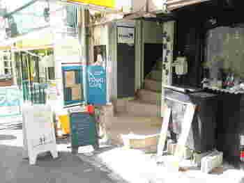 神戸元町駅から徒歩5分という都会のど真ん中に構えるカフェ「Yidaki CAFÉ(イダキ カフェ)」。 店名の「イダキ」はオーストラリアの先住民の民族楽器を意味しているそうです。