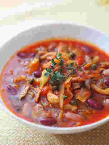 トマトのほのかな酸味は、キャベツなどの野菜やキノコ類との相性も抜群。仕上げにオリーブオイルを少しかけることで、さらに美味しさが引き立ちますよ。