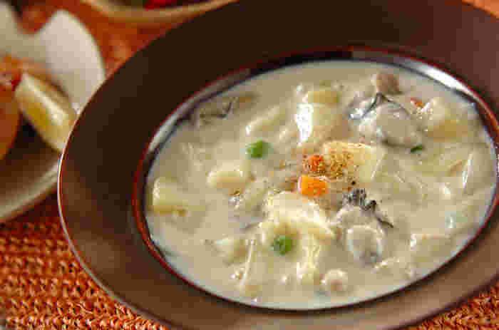 寒くなってきたら食べたくなる「シチュー」にも牡蠣はぴったりです。濃厚な牡蠣のうまみが出て、美味しそうですね!