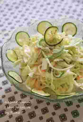 こちらは先ほどのすだちシロップを使った「コールスローサラダ」です。時間が経っても美味しくいただけるので、普段の食卓にはもちろんのこと、お弁当の副菜にもおすすめですよ◎。