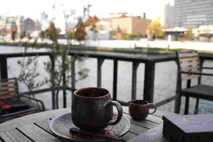 心地いい風に吹かれながら、おいしいコーヒーとともに思いにふけるのもいいかもしれません。