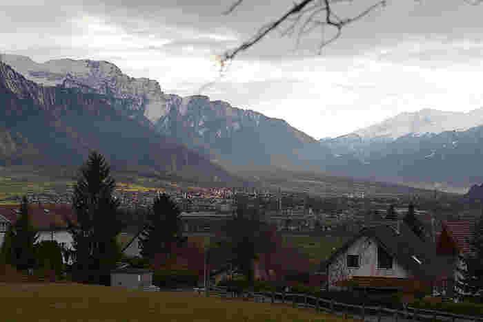 マイエンフェルトは、スイスとリヒテンシュタインの国境にある山間部に佇む小さな街です。