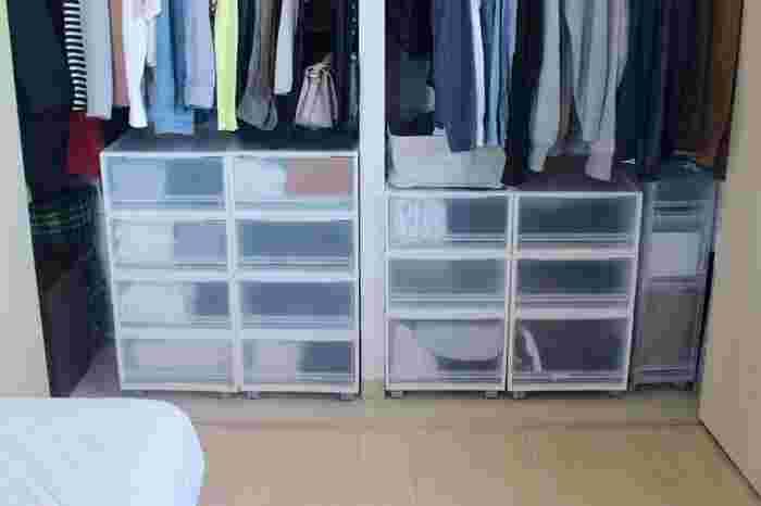冷え込み始めるこの時期に本格的な衣替えを行うご家庭も多いはず。  衣替えのついでに、クローゼットや引き出しの中を拭き上げたり、お布団の入れ替えに合わせて押し入れ掃除やマットレスのお手入れをしたり・・・すれば、まさしく一石二鳥。いつもはなかなか億劫になりがちな場所も、衣替えの「ついで」の感覚でお掃除できるので、効率的です。