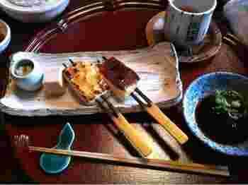 炭火で焼いた豆腐田楽は絶品だとの評判です。