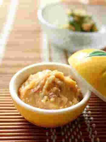 みょうが、味噌、生姜、砂糖をまぜあわせたディップ。お野菜などにもぴったりですし、ご飯と一緒もおすすめです♪