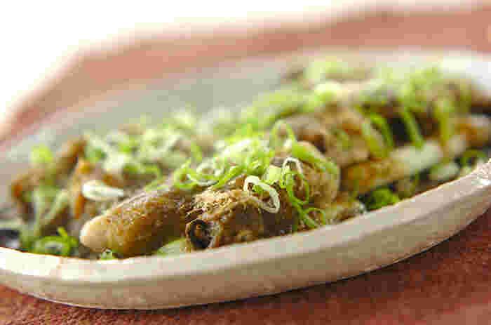 牡蠣をとろろ昆布で巻き、お酒を加えてレンジ蒸しにします。昆布と牡蠣のふたつのうまみがからみあって、格別な味わいの牡蠣料理に。おいしさがずっと口の中に残る絶品です。