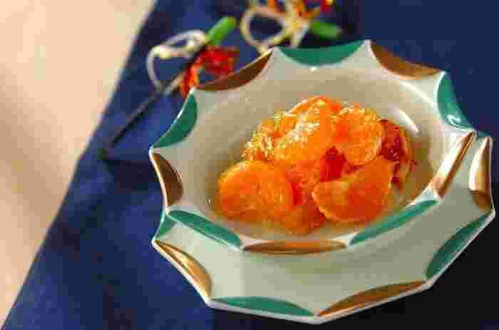 家にある果物で簡単にできるほっこりおやつ。みかんを小房に分け、砂糖を煮詰めたものをからめるだけで、みかん飴の完成です。他にも、いちごやぶどうなどでアレンジしてみてください。