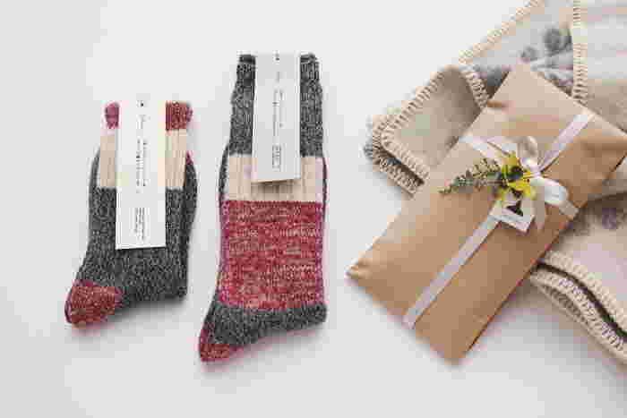 サルビアの靴下は、ユニークな柄が魅力的なだけではなく、使う人のことがよく考えられたあたたかみあるものばかり。 ぜひ、あなたの生活にも取り入れてみませんか?