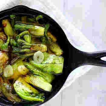 山菜は、天ぷらなど和風料理ばかりではありません。こちらは、ふきのとうやタラの芽のアヒージョ。ワインなどとともに楽しめる大人の味です。