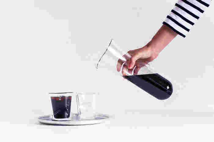 ダブルウォール構造と言って、飲み物を入れるとまるで二重構造になっているかのように浮いて見える構造です。飲み物の温度が冷たいものは冷たく、熱いものは冷めにくくなるという特徴があるんですよ。