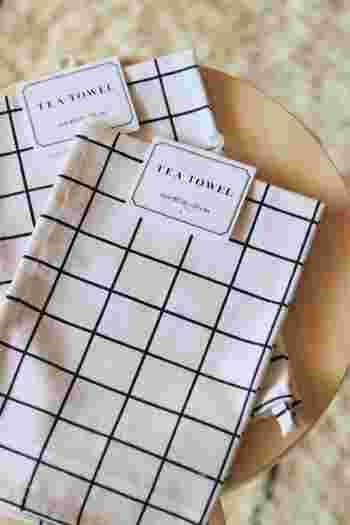 キャンドゥのティータオルをランチョンマットとして使うのも◎。シンプルなグラフチェック柄ですから、どんな食器にもマッチします。