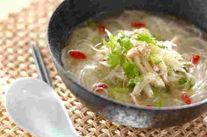 さっぱりとした冷製スープは、夏に是非とも食べたくなる味。 食欲が無いときでもさらっと食べられそうです。 素麺のアレンジレシピとしてもいいですね。
