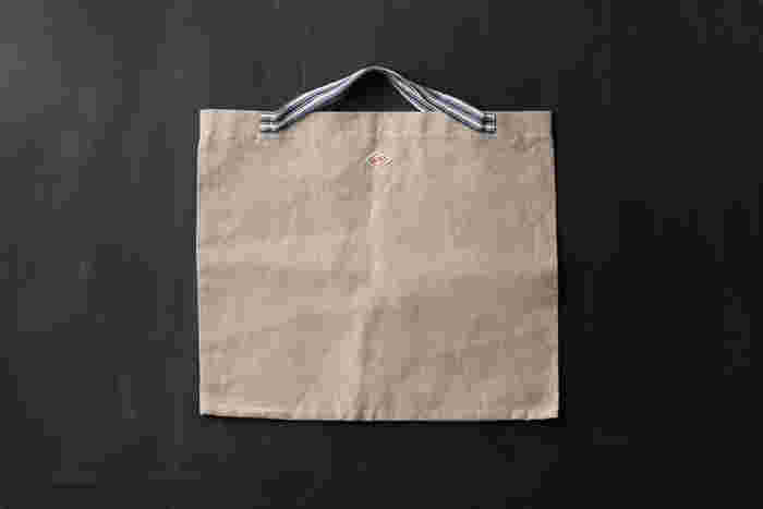 山梨県富士吉田市のリネンの織物工場の「ALDIN(アルディン)」。こちらはお買い物時に便利なリネンの「レコルトバッグ」。縦約43cm×横約50cmの大き目サイズで、たくさん買い物した日も安心です。