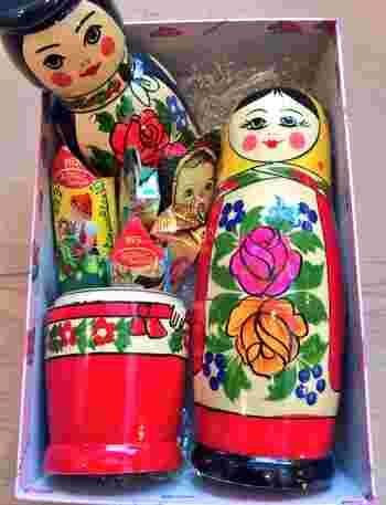 結婚の贈りものにもおすすめのコケーシカオリジナル、メオトリョーシカ。中にお菓子や手紙など入れられるので、お互いに交換するのもおすすめ♪