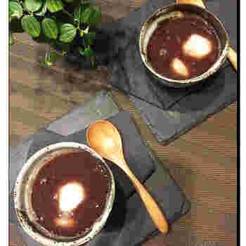 小豆から作るお汁粉も、手間なく美味しく作ることができますよ。自分好みの甘さに調節できるのも自家製ならではのメリット。あんこや水煮缶を使うよりもリーズナブルにできるので、たっぷり作って家族やお友達と楽しみたくなりますね。