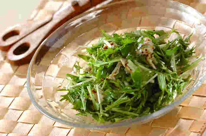 ささみはサラダに最適!調理の前には、ささみの筋を引いて取り除きましょう。熱湯に入れて茹でたあと、すぐに水切りしないで茹で汁の中に肉を放置したまま冷ますのがおいしさのカギです。
