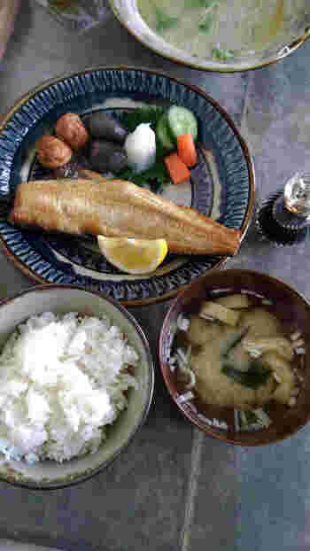 ここではお魚の定食もあります。友達とお昼に食べたいものがわかれても、ここならパスタも和食も両方そろっているから安心。