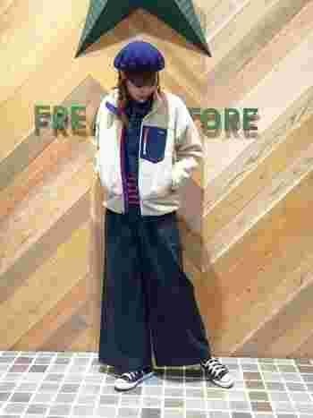 スマートなシルエットのフリースジャケットは、アウターonアウターのコーディネートにも◎。デニムジャケットとのレイヤードがおしゃれな雰囲気です。ボーダートップスとベレー帽を組み合わせて、大人可愛いフレンチスタイルに。