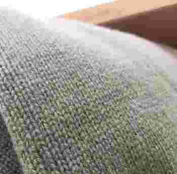 そしてこちらが、スポンジ毛玉取りで毛玉を取り除いた後の状態。とってもきれいになりました♪ スポンジ毛玉取りなら、タイツやフットカバーなど細かい部分の毛玉も取れますよ。