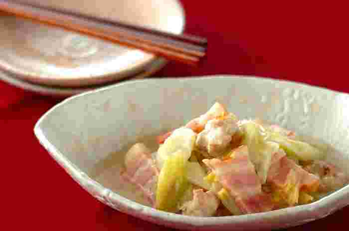 ちょっと珍しい干し白菜は、ベーコンやとりもも肉とあんかけにすると、うまみがたっぷりと染み込んで、より美味しくいただけます。やさしい味わいのレシピはつい食べ過ぎてしまいそう。
