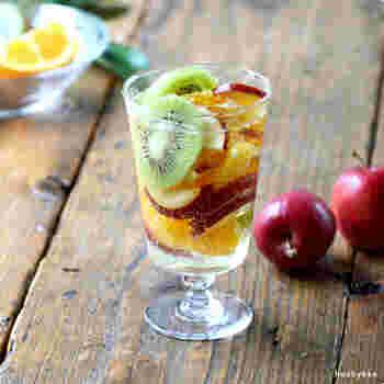 飲み口部分は広めに作られており、シンプルだけどどこか懐かしいレトロなデザインです。いつものドリンクやスイーツも、このグラスに入れるだけで様変わり。ホームパーティーにも使えそうです。